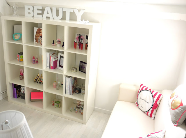 Room tour 1 ma pi ce makeup julie world of beauty for Chambre youtubeuse